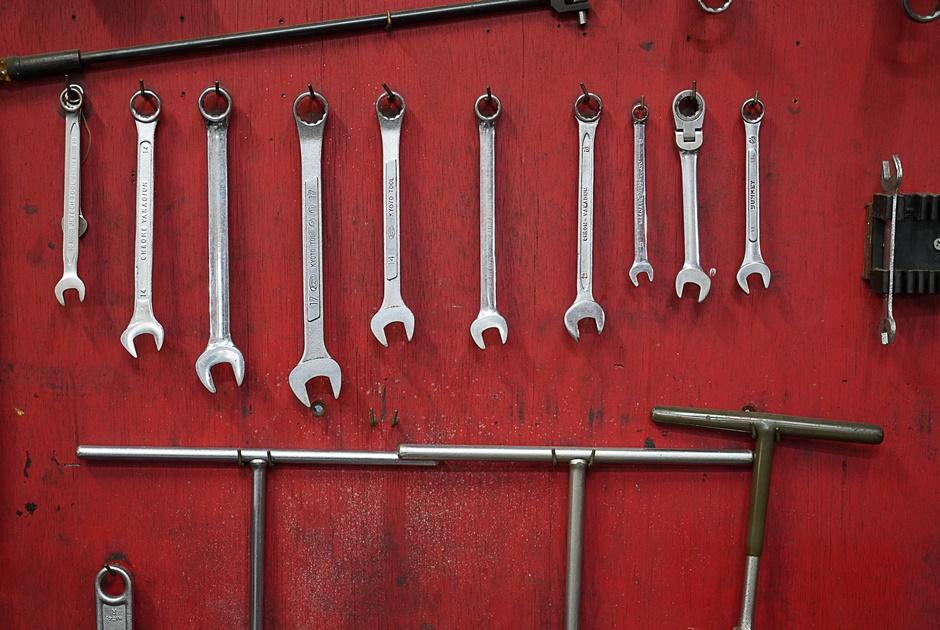 工具類や作業着は基本的に会社支給